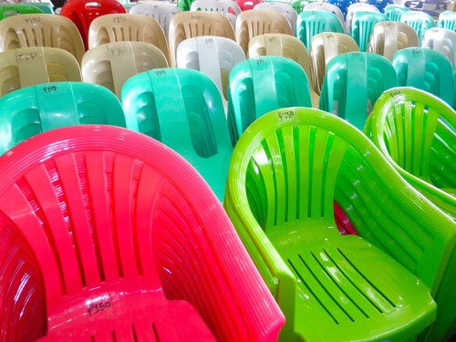 """The ubiquitous plastic chair: 140 to 175"" retirednoway"